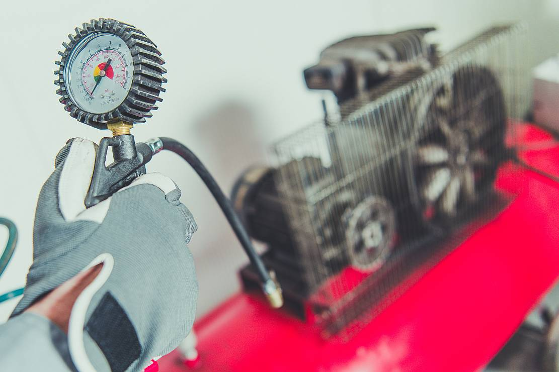 Korzyści ze stosowania kompresorów śrubowych